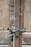 Vecchia porta di legno immagini stock