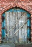 Vecchia porta di legno barricata Immagini Stock