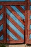 Vecchia porta di legno in Baviera di nordest Immagine Stock