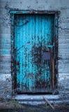Vecchia porta di legno della fabbrica Fotografia Stock