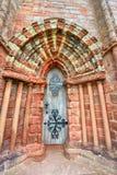 Vecchia porta di legno nella cattedrale di Kirkwall Immagini Stock