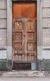 Vecchia porta di legno in pittura falsa Fotografia Stock