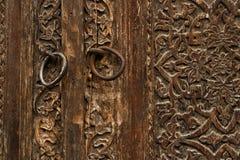 Vecchia porta di legno scolpita Immagine Stock Libera da Diritti
