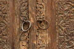 Vecchia porta di legno scolpita Fotografia Stock Libera da Diritti
