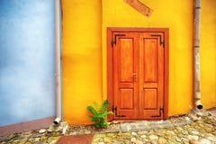 Vecchia porta di legno in Sighisoara Fotografia Stock Libera da Diritti