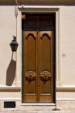 Vecchia porta e una lampada di via nel centro del colonia Fotografie Stock Libere da Diritti