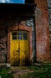 Vecchia porta gialla Immagine Stock Libera da Diritti