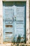 vecchia porta greca grungy blu Fotografie Stock Libere da Diritti