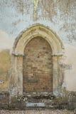 Vecchia porta incurvata Fotografia Stock