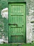 Vecchia porta verde chiusa Immagini Stock Libere da Diritti
