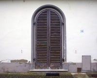 Vecchia porta viola Immagini Stock Libere da Diritti