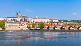 Vecchia Praga con la st Vitus Cathedral Fotografie Stock Libere da Diritti