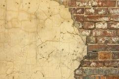 Vecchia priorità bassa della parete della casa immagini stock