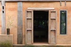 Vecchia progettazione della casa del villaggio della casa di città Fotografia Stock