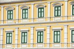 Vecchia progettazione della finestra di colore verde della costruzione Fotografia Stock Libera da Diritti