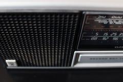 Vecchia radio analogica 70s con le stazioni radio europee nel selecti Fotografie Stock Libere da Diritti