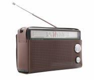 Vecchia radio isolata su priorità bassa bianca Fotografia Stock