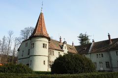 Vecchia residenza romantica del castello con il bello giardino britannico intorno Fotografia Stock Libera da Diritti