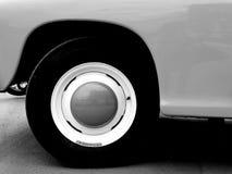 Vecchia retro automobile sulla mostra Fotografie Stock