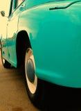 Vecchia retro automobile sulla mostra Fotografie Stock Libere da Diritti