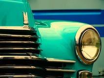 Vecchia retro automobile sulla mostra Immagine Stock