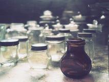 Vecchia retro cristalleria domestica antica Immagini Stock