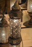 Vecchia retro lanterna disegnata fatta di metallo Immagine Stock