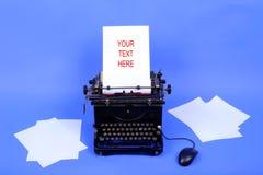Vecchia retro macchina da scrivere immagine stock