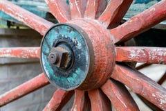 Vecchia rotella di legno da un carrello Fotografie Stock Libere da Diritti
