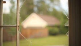 Vecchia rottura della finestra archivi video