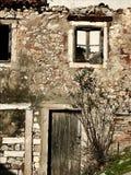 Vecchia rovina della casa fatta della pietra Fotografie Stock Libere da Diritti