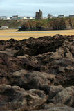 Vecchia rovina della torretta del castello dalle rocce di ballybunion Immagini Stock
