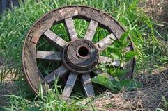 Vecchia ruota del carretto Immagini Stock Libere da Diritti
