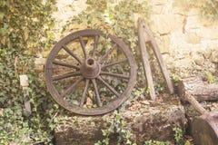 Vecchia ruota del carretto Fotografie Stock