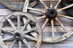 Vecchia ruota di legno da un carretto rurale del cavallo Fotografia Stock Libera da Diritti