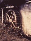 vecchia ruota di mulino a acqua Costruzione storica nella regione rurale Immagine di stile dell'annata Immagine Stock