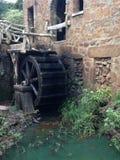 Vecchia ruota idraulica del laminatoio Fotografia Stock Libera da Diritti