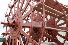 Vecchia ruota a pale di legno immagini stock libere da diritti