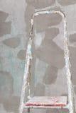 Vecchia scala dello stucco e dipinta sul muro di cemento Fotografia Stock Libera da Diritti
