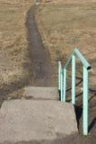 Vecchia scala di calcestruzzo rustica giù Fotografia Stock Libera da Diritti