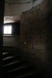 Vecchia scala nella torre fotografia stock