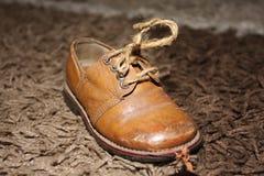 Vecchia scarpa classica dei bambini Fotografia Stock