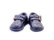 Vecchia scarpa di bambino nera fatta da cuoio Fotografie Stock
