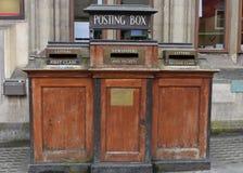 Vecchia scatola di invio in Inghilterra immagini stock