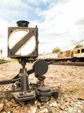 Vecchia scatola leggera per segnalare il treno Fotografia Stock Libera da Diritti