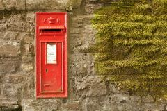 Vecchia scatola rossa di invio fotografia stock libera da diritti