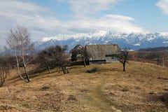 Vecchia scena della casa della montagna Fotografia Stock