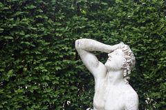 Vecchia scultura nel giardino Immagine Stock Libera da Diritti