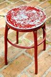 Vecchia sedia di rosso del metallo Fotografie Stock