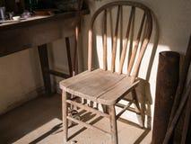 Vecchia sedia dimenticata Fotografia Stock Libera da Diritti